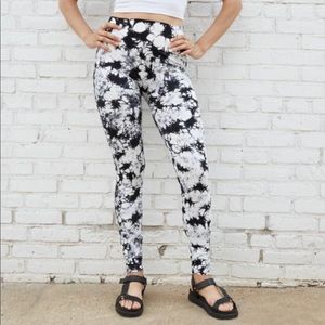 Xhilaration Seamless Tie-Dye Leggings Black L/XL